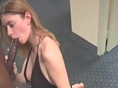 Hotwife services her bull